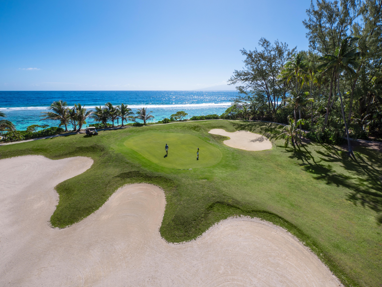 https://tahititourisme.nz/wp-content/uploads/2017/08/ACTIVITES-TERRESTRES-Moorea-Green-Pearl-Golf-1.jpg