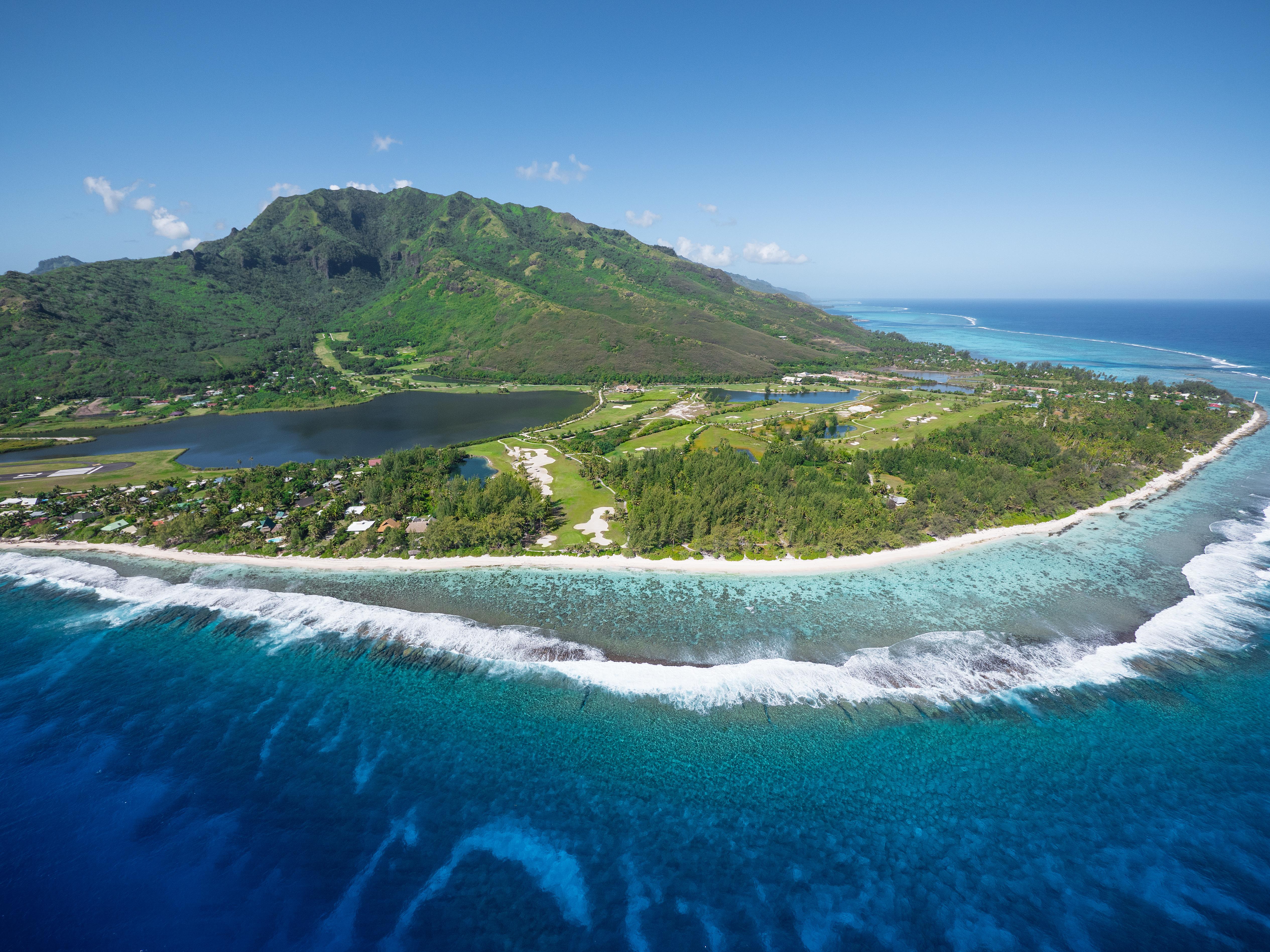 https://tahititourisme.nz/wp-content/uploads/2017/08/ACTIVITES-TERRESTRES-Moorea-Green-Pearl-Golf-3.jpg