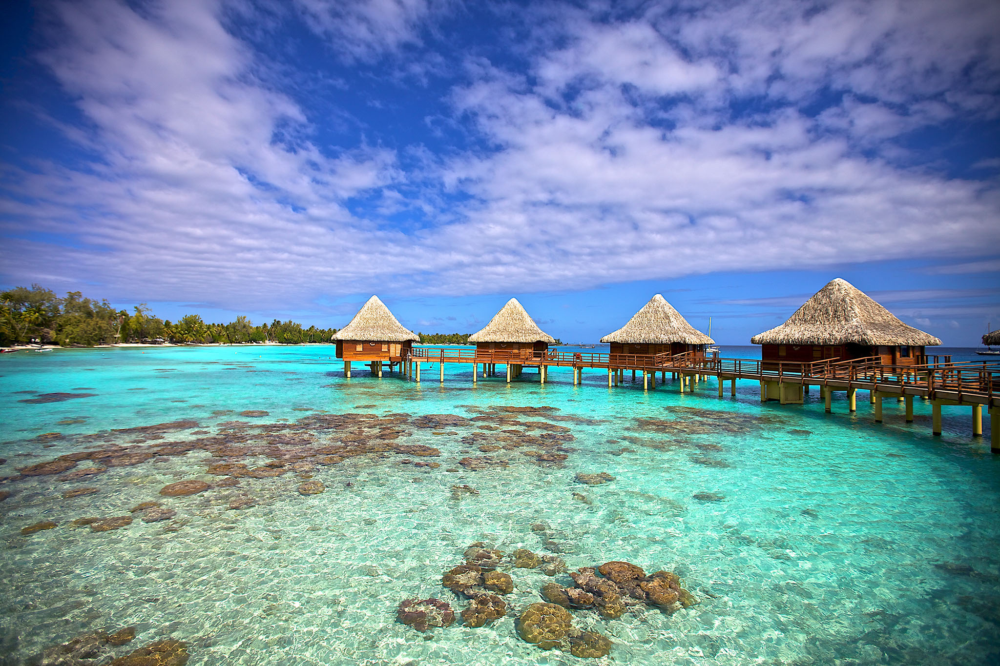https://tahititourisme.nz/wp-content/uploads/2017/08/RGI-Kia-Ora-Overwater-Bungalows-Exterior-20.gallery_image.1.jpg