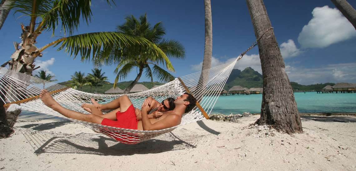 https://tahititourisme.nz/wp-content/uploads/2017/12/522-hiResolution-BBPBR_Couple_on_the_beach_4_600.jpg