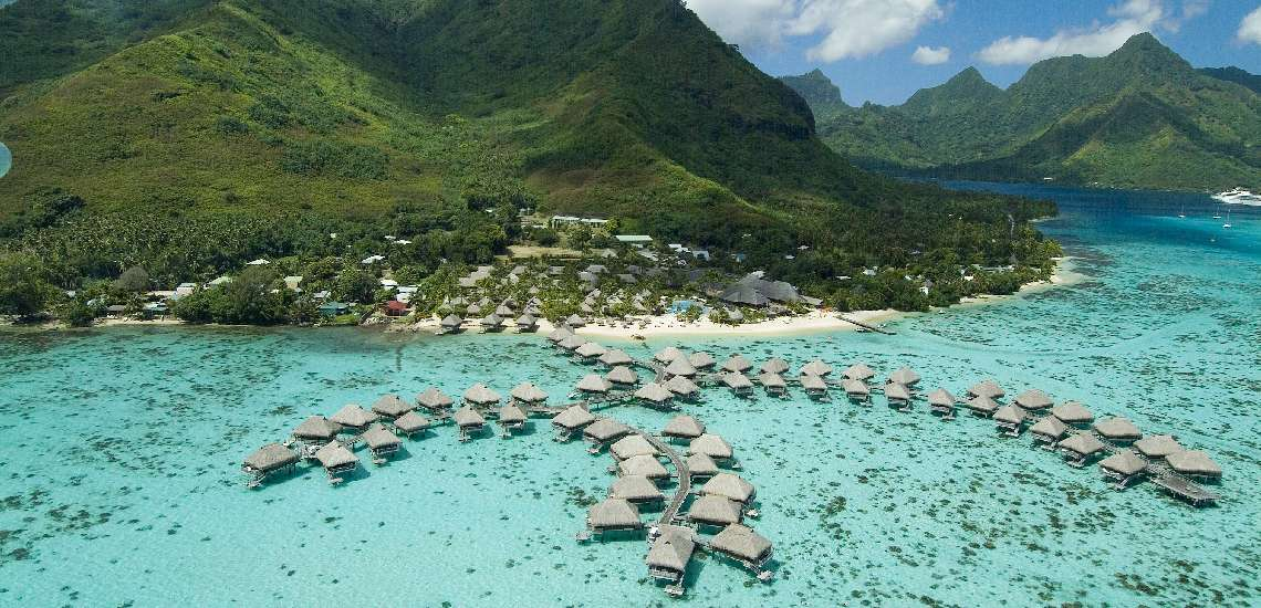 https://tahititourisme.nz/wp-content/uploads/2017/12/Hilton-Moorea-Lagoon-Resort-Spa-Hotel-Overview-4_600.jpg