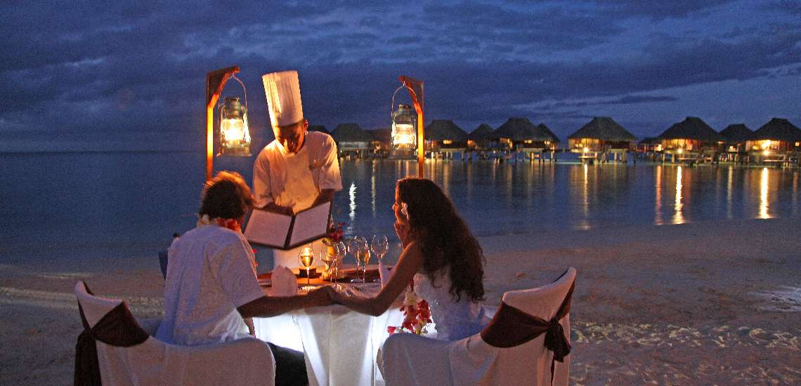 https://tahititourisme.nz/wp-content/uploads/2017/12/Romantic-Dinner-on-the-beach_600.jpg