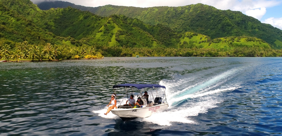 https://tahititourisme.nz/wp-content/uploads/2018/02/ACTIVITES-NAUTIQUES-Teahupoo-Taxi-Boat-1.jpg