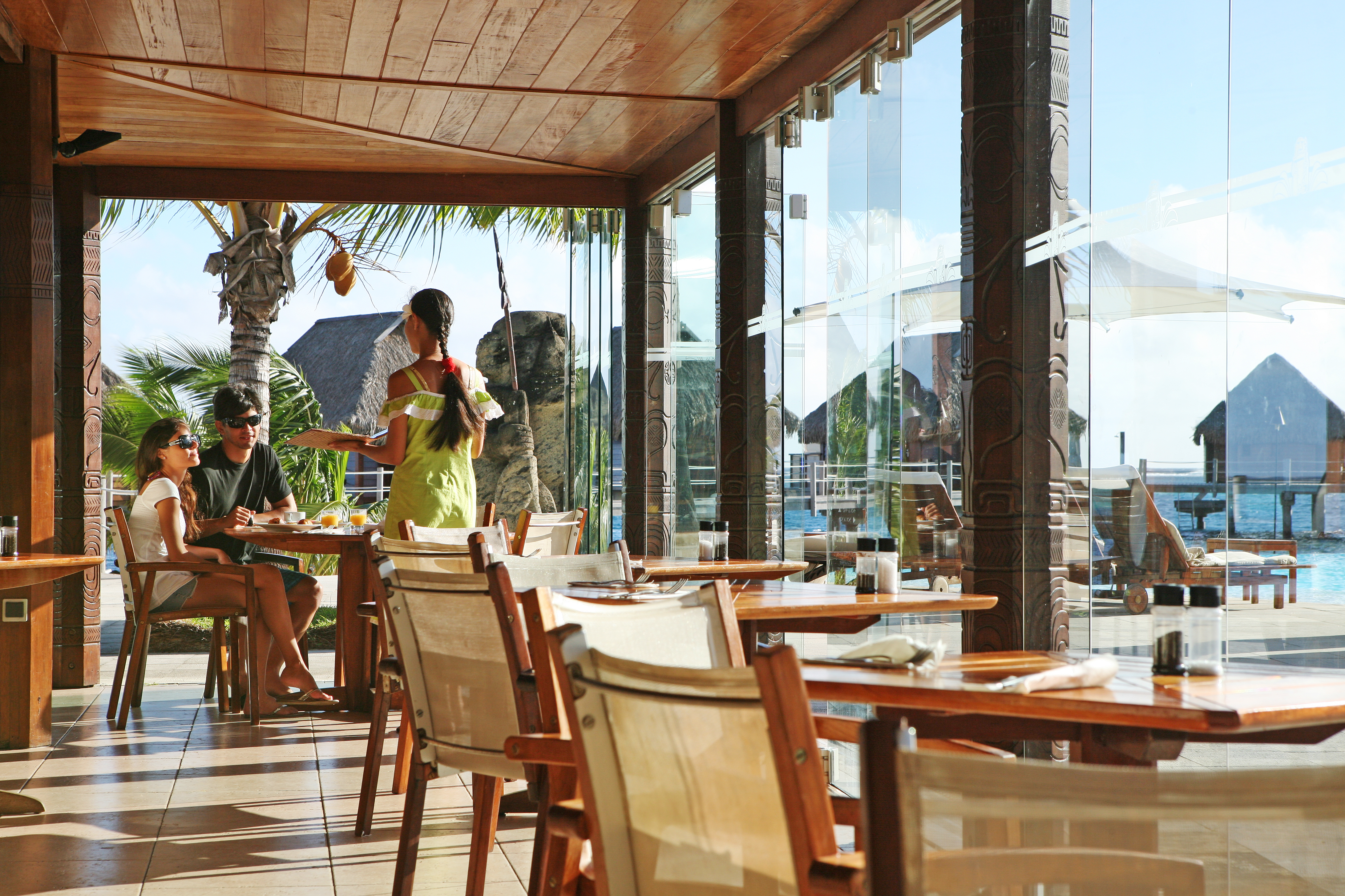 https://tahititourisme.nz/wp-content/uploads/2018/03/RESTAURATION-Restaurant-Mahanai-3-Greg_LeBacon.jpg
