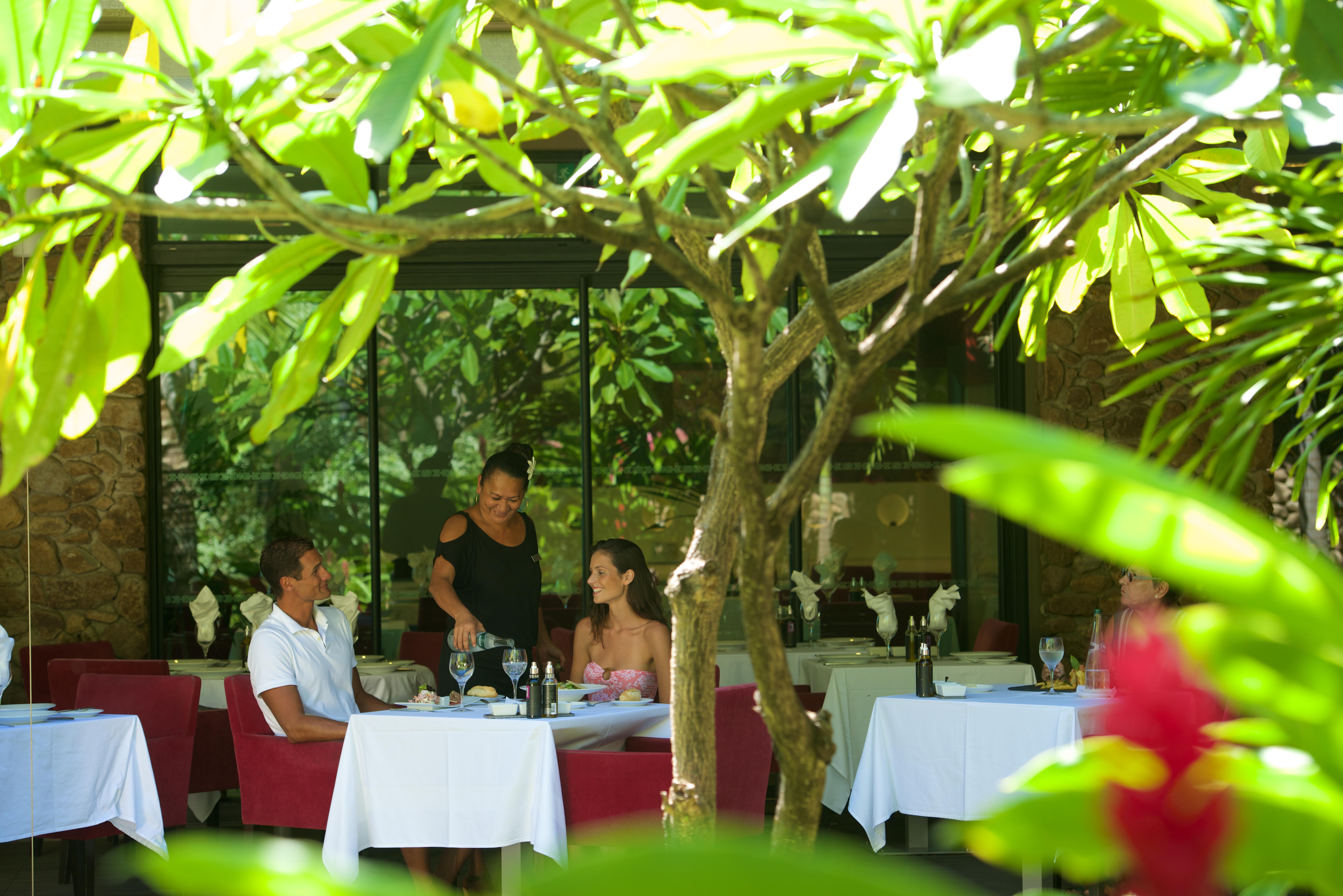 https://tahititourisme.nz/wp-content/uploads/2018/03/RESTAURATION-Vaitohi-Restaurant-2.jpg