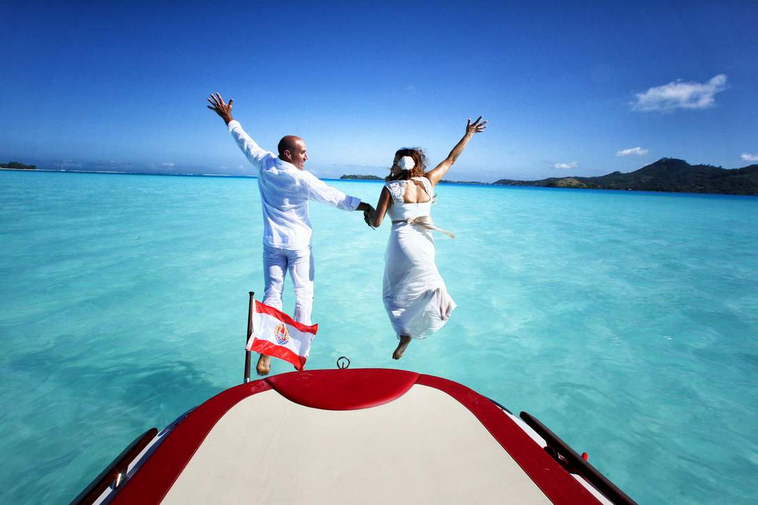 https://tahititourisme.nz/wp-content/uploads/2018/03/bora-bora-wedding-ceremony-photography-tour.jpg