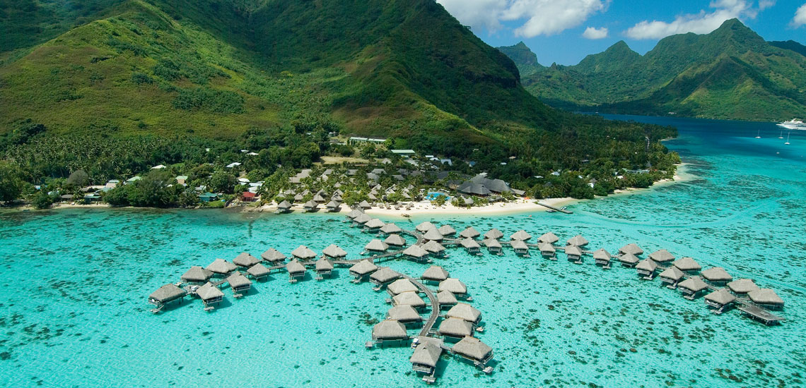 https://tahititourisme.nz/wp-content/uploads/2018/05/HiltonMoorea-SlideImage1.jpg