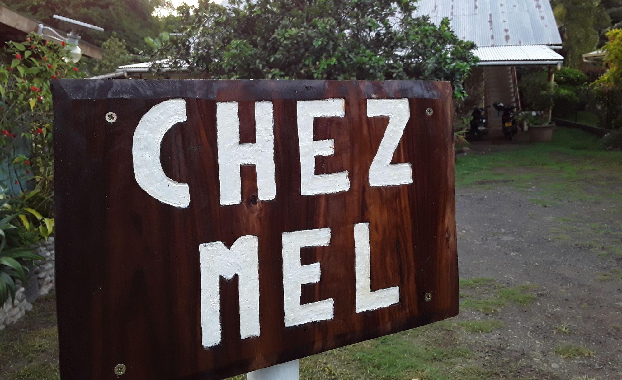 https://tahititourisme.nz/wp-content/uploads/2020/07/Panneau-Chez-Mel.jpg
