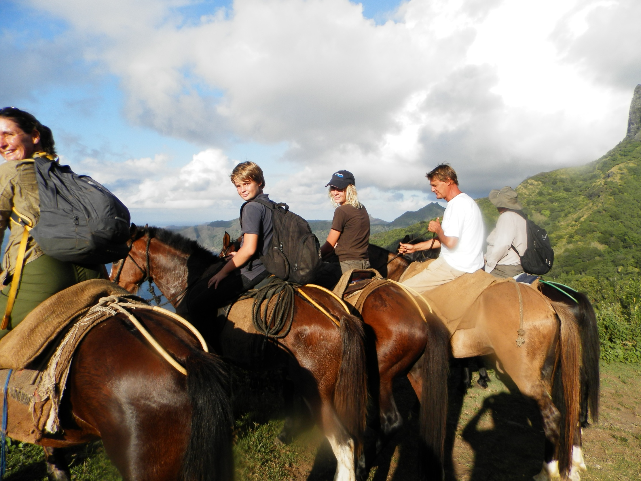 https://tahititourisme.nz/wp-content/uploads/2020/09/a-Cheval.jpg
